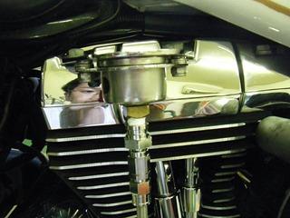 ハーレーの油圧メーターステー