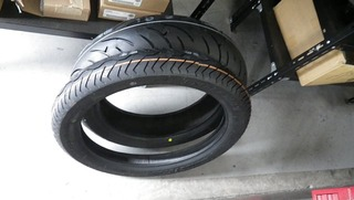 ハーレーの新品タイヤ