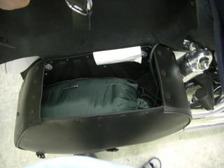 ハーレーダビッドソンのサドルバッグと寝袋