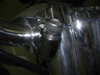 ハーレーダビッドソンのメータークランプボルト締め込み