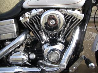 ハーレーダビッドソンのエンジン洗車