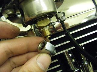 ハーレーの油圧アダプター
