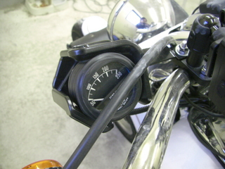 ハーレーダビッドソンのシリンダーヘッド温度計取り付けホルダー