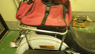 ハーレーのリヤキャリアとバッグ