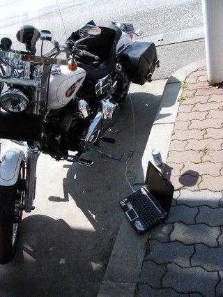 ハーレーダビッドソンとノートパソコン