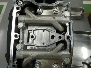 ハーレーのロッカーアームとサポートプレート