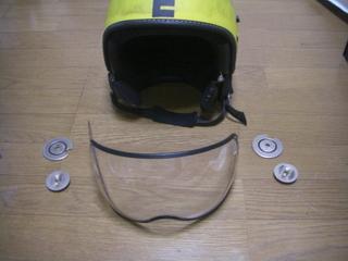 モモデザインヘルメットのシールド