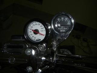 ハーレーダビッドソンに取り付けした油温計