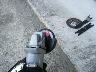 グラインダーとコンクリート