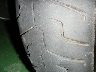 ハーレーのリヤタイヤ、スリップサイン