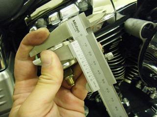 ハーレーの油圧計厚み