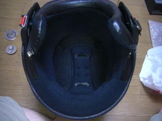 モモデザインヘルメットの内装