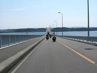 ハーレーダビッドソンと能登島大橋