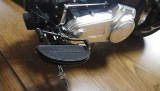 ハーレーダビッドソンのシーソー式のシフトペダル、サイドスタンド、フットボードマウント