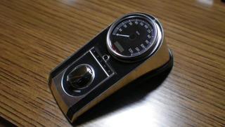 ハーレーダビッドソンのメーターパネルとイグニッションスイッチ