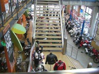 ハーレーダビッドソンディーラー バイクプラザヤマノ店内