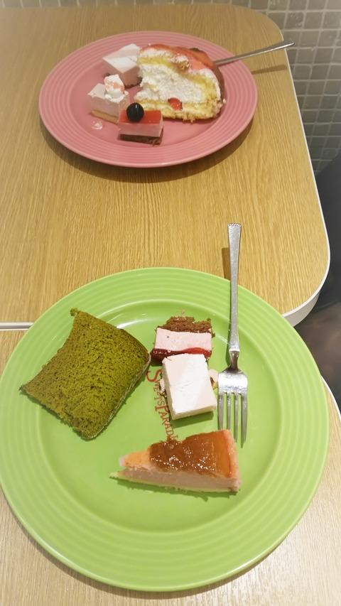 まずはケーキ