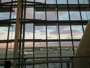 空港の夕暮れ