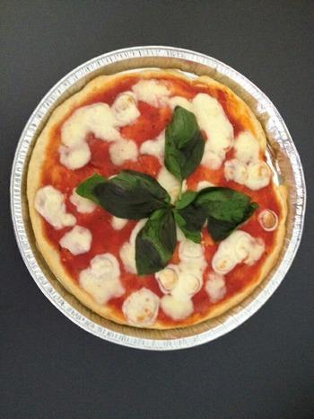 坊手作りのピザ