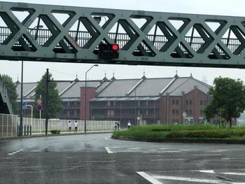 360度歩道橋と赤レンガ倉庫