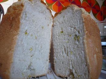 柑橘の蜂蜜とピスタチオの食パン