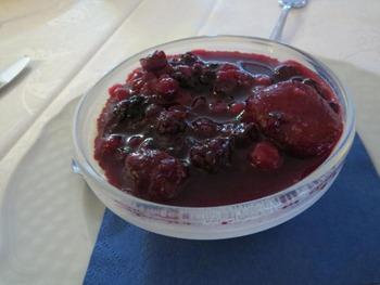 パンナコッタワイルドベリーソース