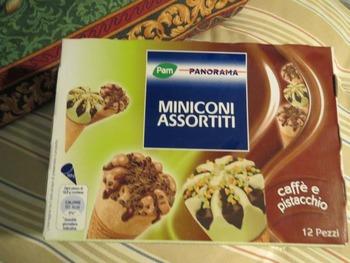 珈琲とピスタチオ味のミニコーンアイス
