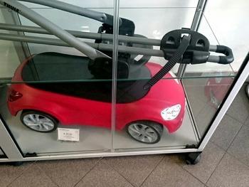 玩具の自動車