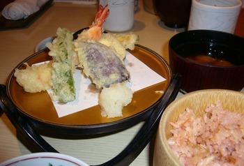 天ぷら、ご飯、味噌汁