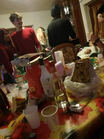 テーブル一杯の食べ物