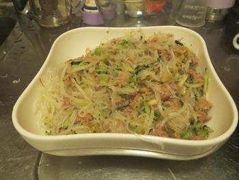 豚挽肉、香菜、野菜のビーフン