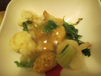 ひよこ豆団子とカリフラワー、ブロッコリの茎のレモンソース