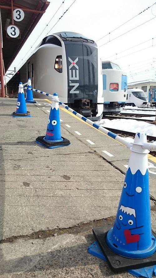 成田エクスプレス 富士急行 河口湖駅