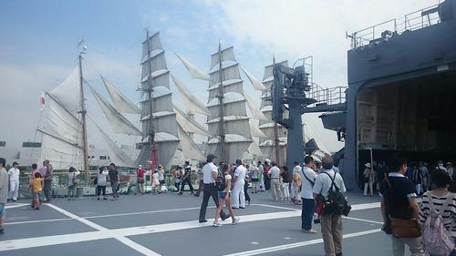 横浜開港祭 自衛隊掃海母艦「うらが」一般公開 日本丸総帆展帆