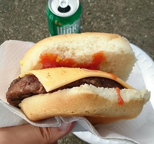 ハンバーガー 外人バーガー チーズバーガー 横田基地友好祭