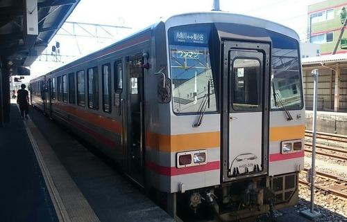 JR西日本 キハ120形気動車 大糸線 糸魚川駅