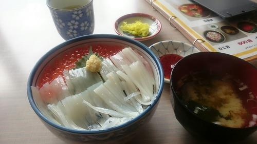 函館朝市ひろば 朝市食堂二番館 いか・いくら丼