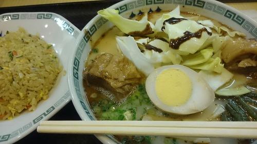 熊本拉麺 桂花 太肉麺 半チャンセット 熊本駅