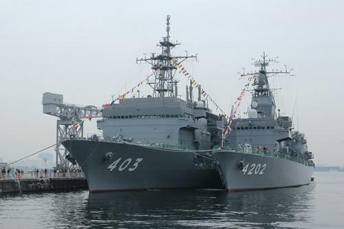横浜新港埠頭 潜水艦救難艦ちはや 訓練支援艦くろべ