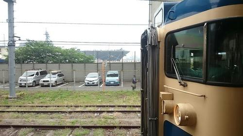 横須賀色115系 & 護衛艦いずも ツーショット 横須賀駅