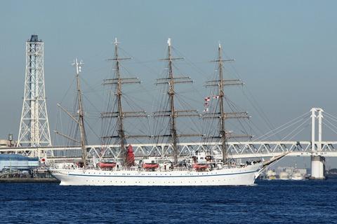 帆船 日本丸 横浜港 新港埠頭 出航 赤レンガ倉庫