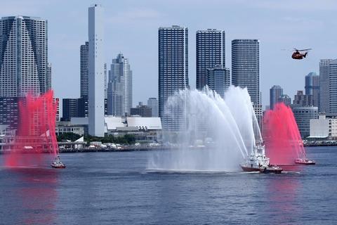 東京みなと祭 水の消防ページェント 紅白放水 レインボーブリッジ