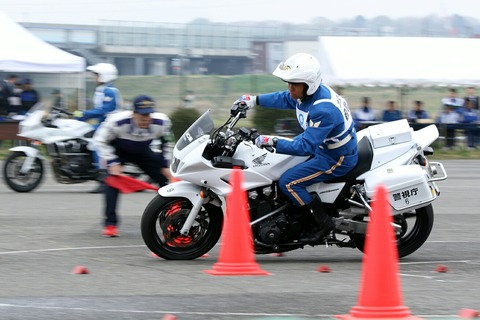 白バイ バランス走行競技 第42回警視庁白バイ安全運転競技大会