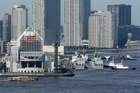 カナダ海軍 FFH-338 HMCS WINNIPEG レインボーブリッジ
