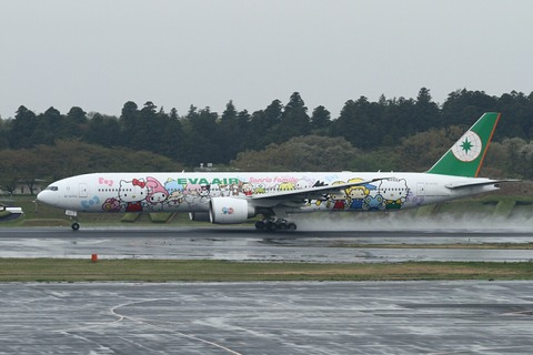 B-16703 B777-300 EVA Hello Kitty Hand-in-Hand RJAA