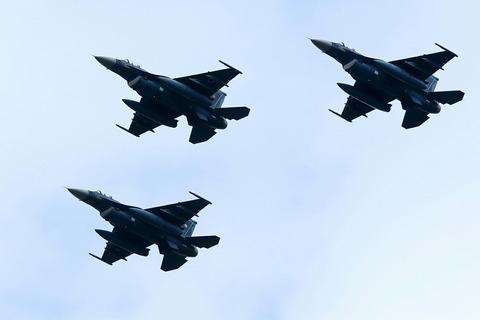 F-2 自衛隊記念日観閲式 観閲飛行 彩湖・道満グリーンパーク