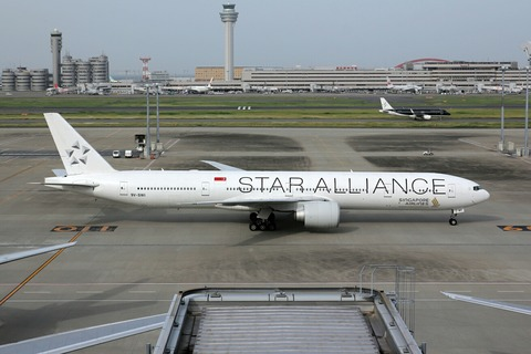 9V-SWI B777-300 SIA STAR ALLIANCE RJTT