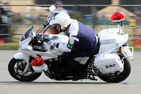 白バイ スラローム走行競技 第42回警視庁白バイ安全運転競技大会