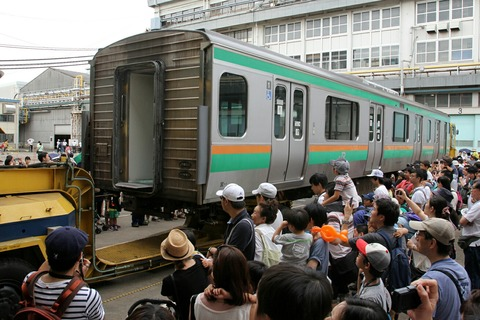車体上げ下ろし実演 JR東日本東京総合車両センター 夏休みフェア