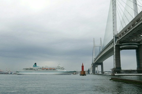 アルバトロス Albatros 横浜ベイブリッジ 横浜大さん橋 初入港